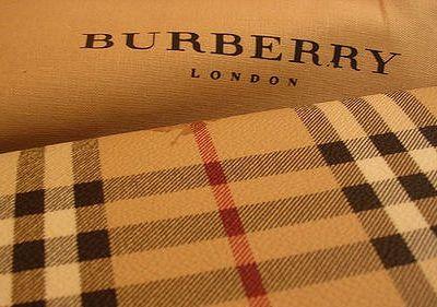 Come riconoscere una borsa Burberry originale