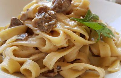 Funghi porcini e fettuccine un primo piatto speciale autunnale: ricetta Roma, centro nord ed Emilia