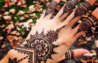 Tatouage éphémère au henné avec Samira
