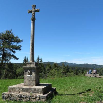 La croix de la chèvre du Lac du Bouchet / Balade en Haute-Loire