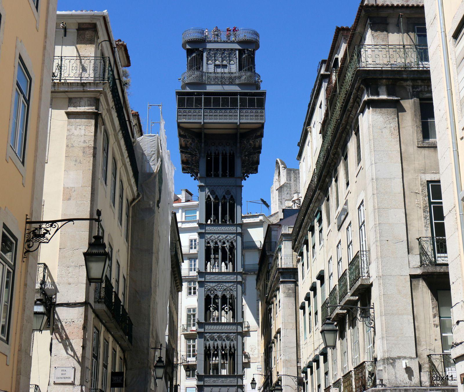 L'ascenseur de Santa Justa au cœur de Lisbonne (Portugal)