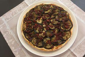 Tatin d'aubergines aux tomates séchées, ail et thym