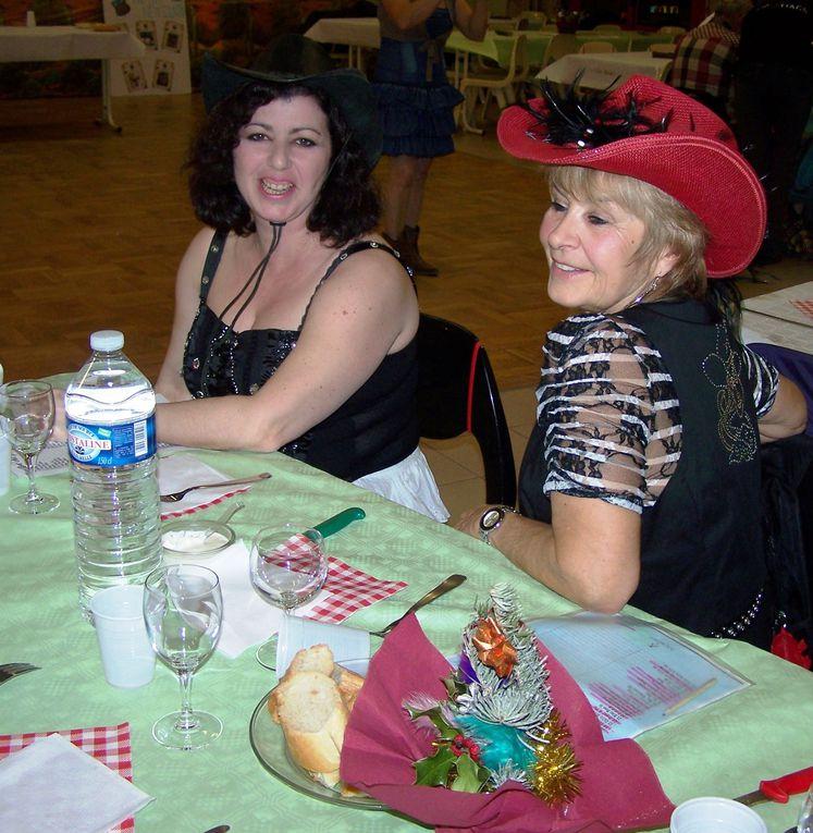 Très beau bal bien organisé, en début de soirée un repas: Chili con carné très bon et la galette des rois, ensuite un très beau spectacle avec les ARAKOS COUTEAUX SHOW et pour terminer par le bal Country, merci aux organisateurs de cette soir