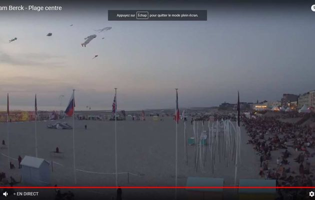 LE VOL DE NUIT ...EN DIRECT...DES RENCONTRES INTERNATIONALES DE CERFS-VOLANTS DE BERCK SUR MER..