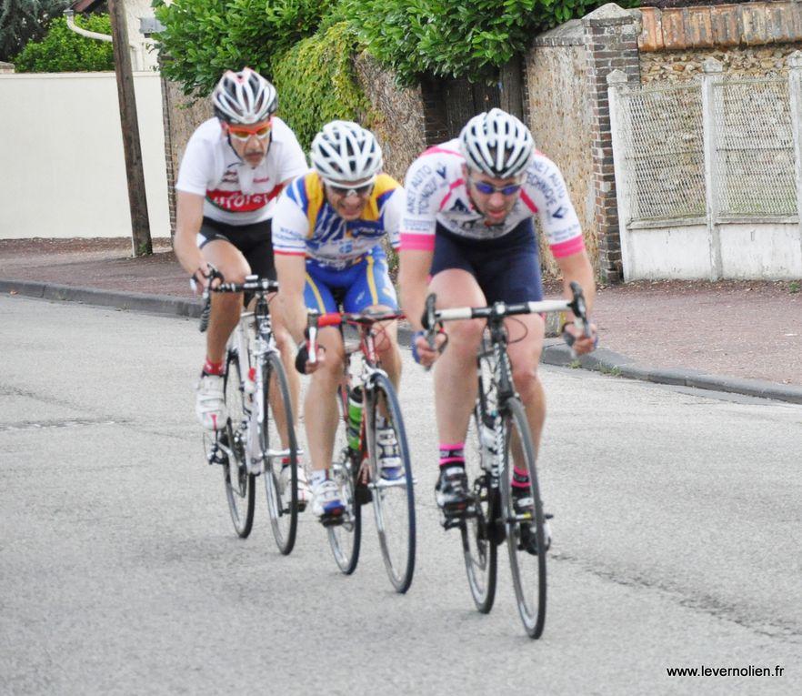 Critérium de Verneuil organisé par le Stade Vernolien 1ère et 2ème catégorie et podium 1 à GS.