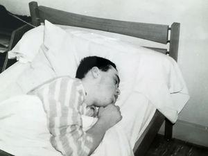 1966 au jardin potager... et, après une bonne journée d'activité intense, une bonne nuit de sommeil réparateur...