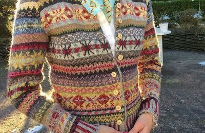 And my Orkney cardigan is finished! Very proud of self💕It's so soft and warm, I'm going to live in it!😊 #knitting #fairisle…