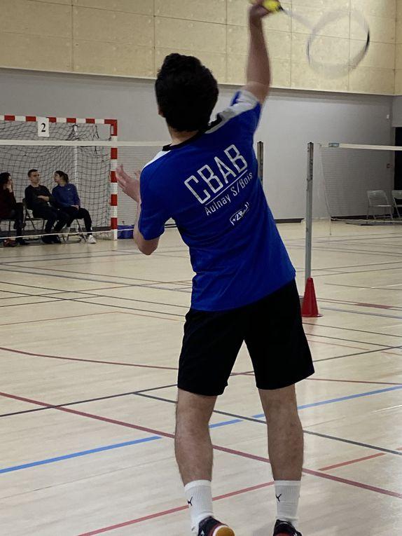 Réunion d'équipe, marché du centre et badminton