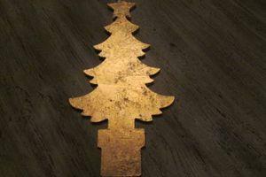 Comment dorer un sapin de Noël à suspendre à la feuille d'or ?