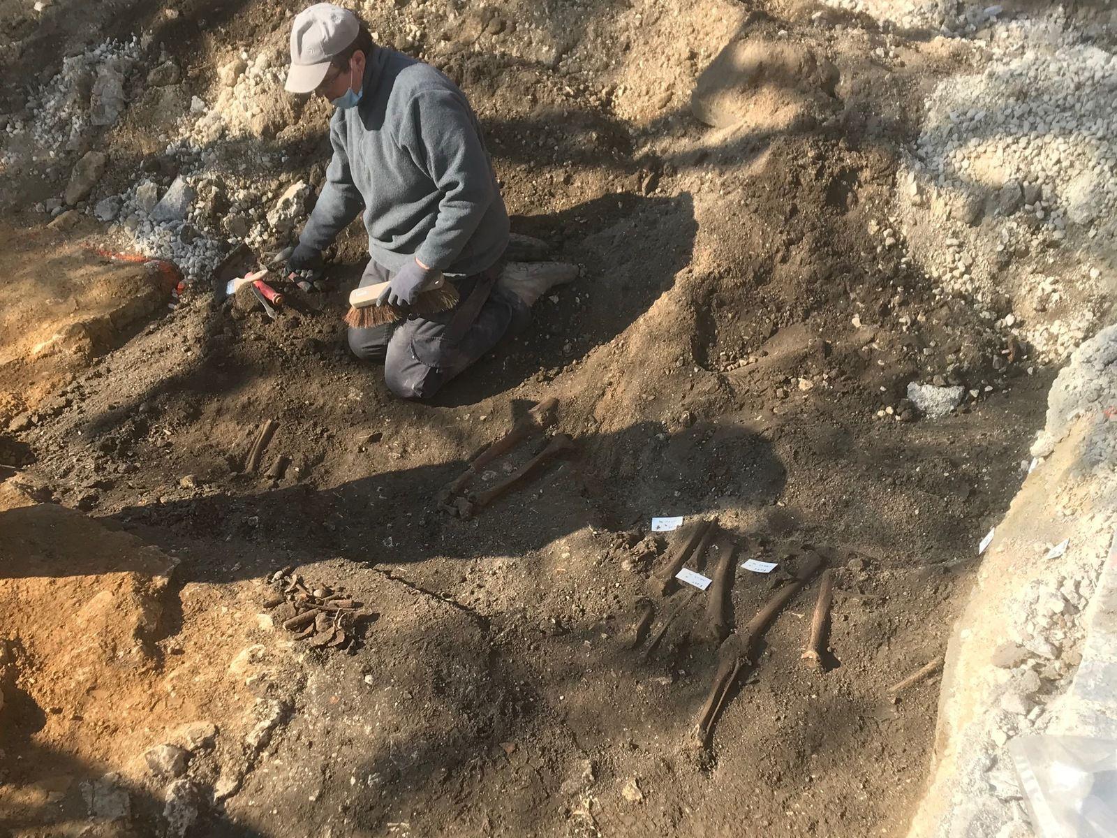Des squelettes découverts au pied de Saint-Pierre ...
