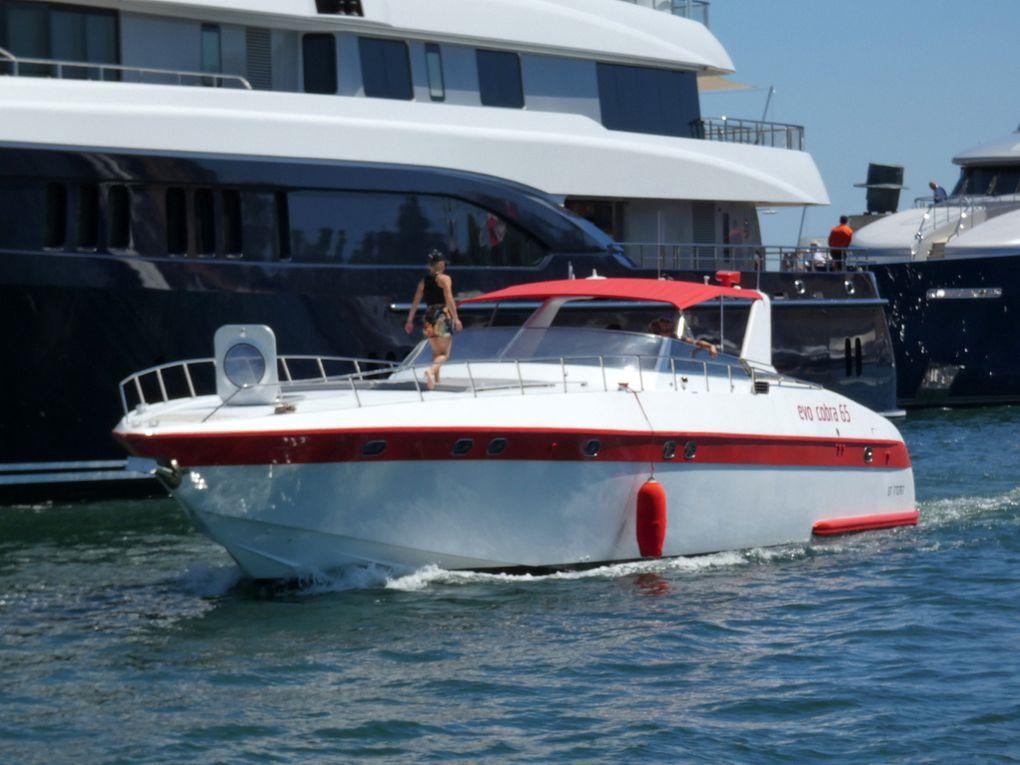JOUR D 'ETE , arrivant dans le port de Saint Tropez le 16 juillet 2019