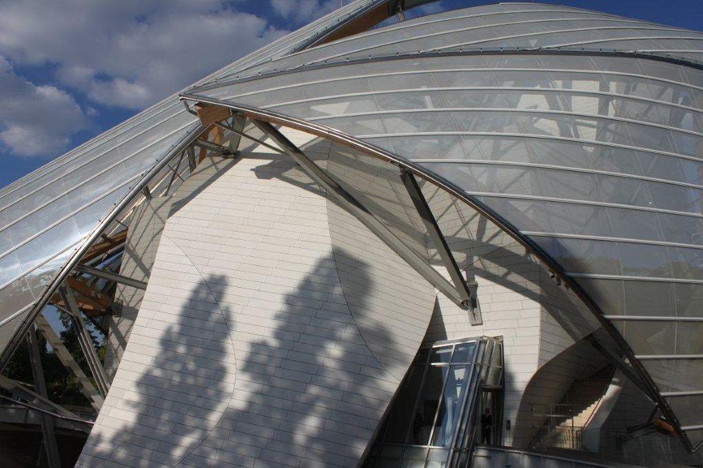 Soleil sur les voiles de verre de la Fondation Vuitton