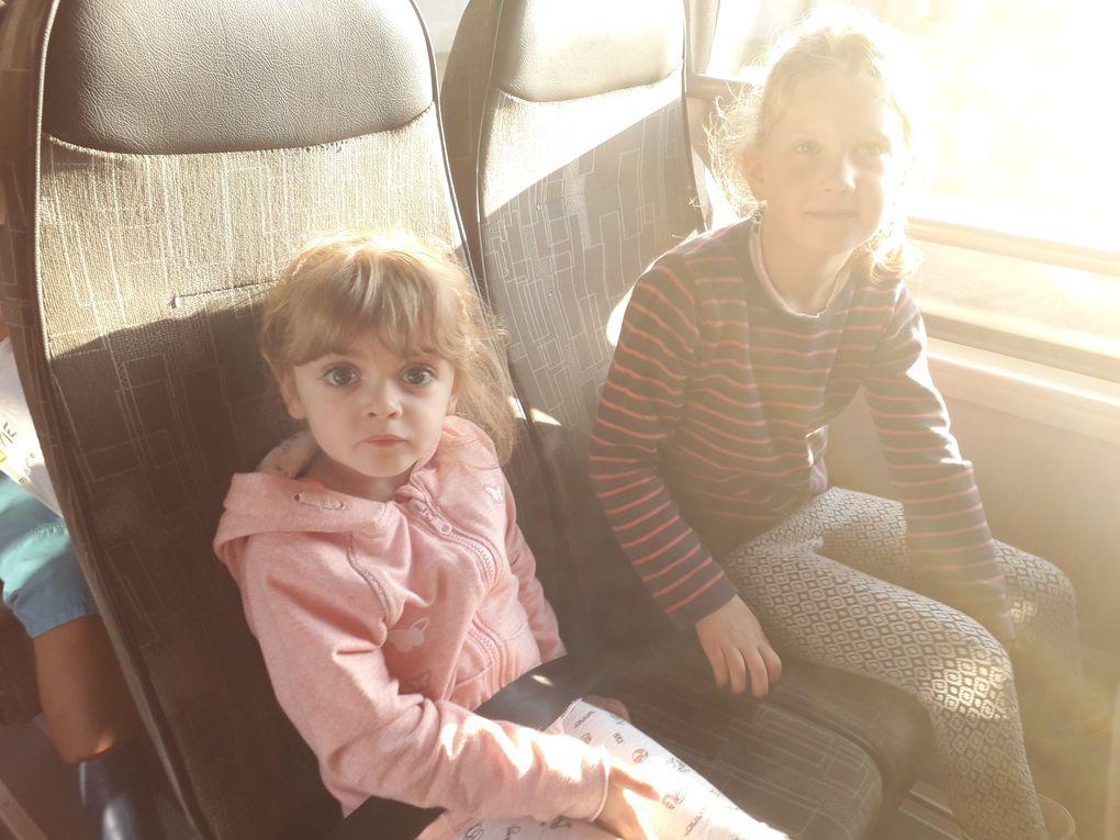 Tous dans le bus!