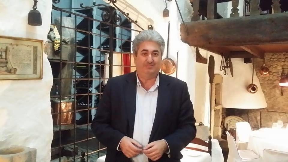 Figueres: la peintre Michéle Vert-Nibet présente son livre de souvenirs sur Salvador Dali, au lieu même où il a mangé et dormi, l'hôtel de la famille Duran! interview et article par Nicolas Caudeville