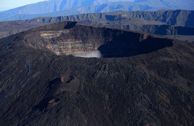 Activité de La Fournaise, du Santiaguito, de l'Ebeko et du Popocatépetl.