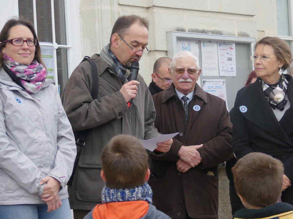 Regroupement devant la mairie et discours du président, Philippe Larus