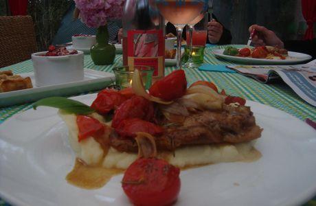 Côte de veau aux oignons rouges et tomates cerises