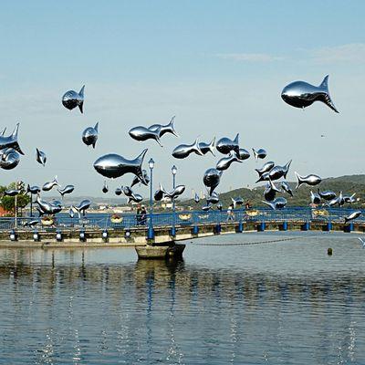 Scène de rue - Les sardines flottantes