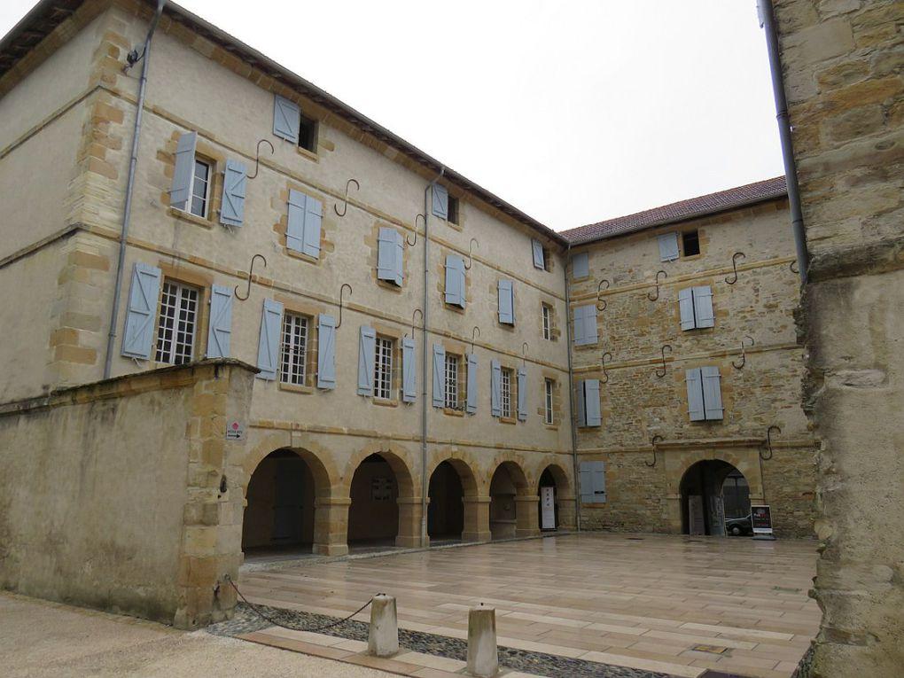 """""""Un des plus beaux villages de France"""", première cité bastionnée de France."""