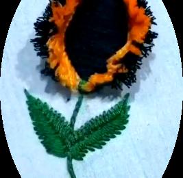 Une fleur à franges avec une cuillère