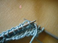 Glisser 1 m de droite à gauche, puis faire passer le fil de derrière à devant.