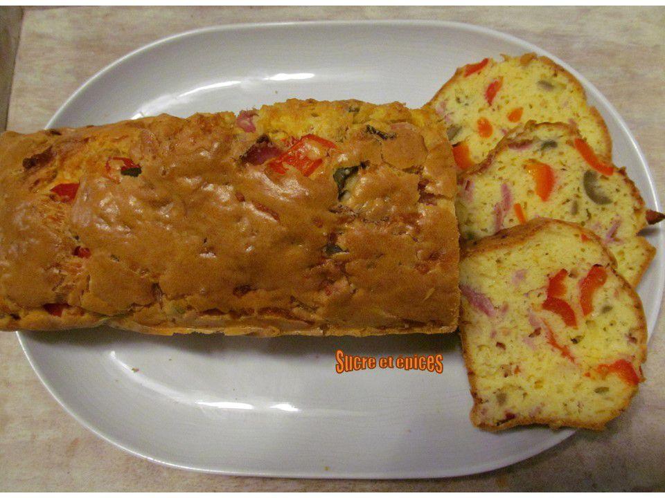 Cake salé aux jambon, poivron et olives - Recette en vidéo