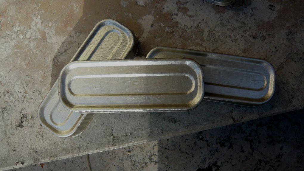 détournement de boîtes de sardines et de maquereaux. Peinture acrylique sur métal.