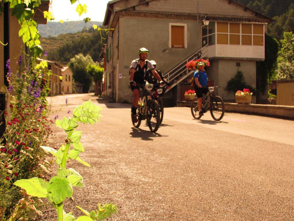 Allons  : La Trans Verdon traverse le village fleurie