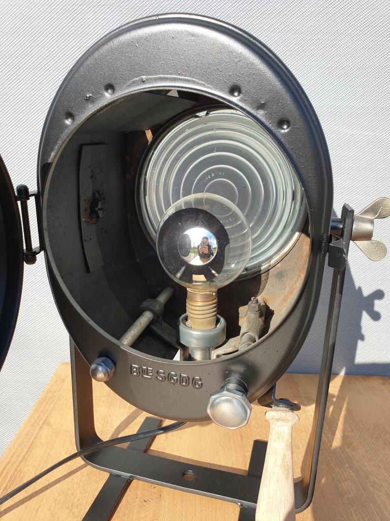 Projecteur Cremer D70 noir avec poignée bois et poursuite - 400 euros