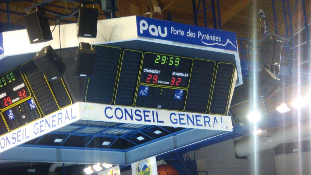 Finale de la Coupe de la Ligue de handball. Le samedi 18 décembre 2010 dans le Palais des Sports de Pau. Score final : 32-29 en faveur des Montpelliérains. Photos : Nicolas Gréno.