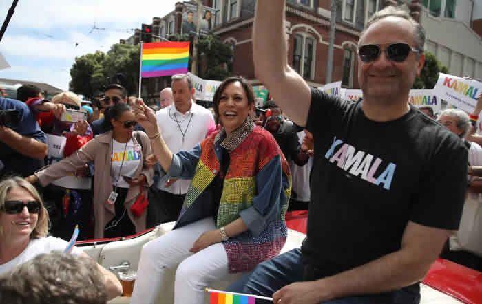 Douglas Emhoff et Kamala Harris participent à la Marche des fiertés de San Francisco. (Le 30 juin 2019.) Justin Sullivan / AFP