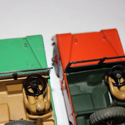 DINKY-TOYS 27D/340 LAND ROVER (Part 2)