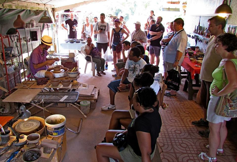 Un artiste potier à Cacao, en Guyane