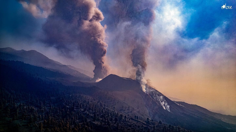 La Palma -  explosive and effusive activity of Cumbre Vieja / 17.102 021 -photo I love the world