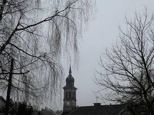 Même grisaille au Village
