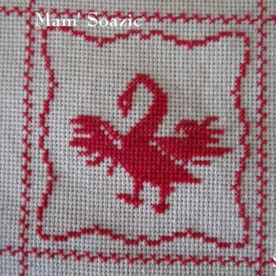 SAL : Plaid Broderie Rouge... Grille  39 / I 11