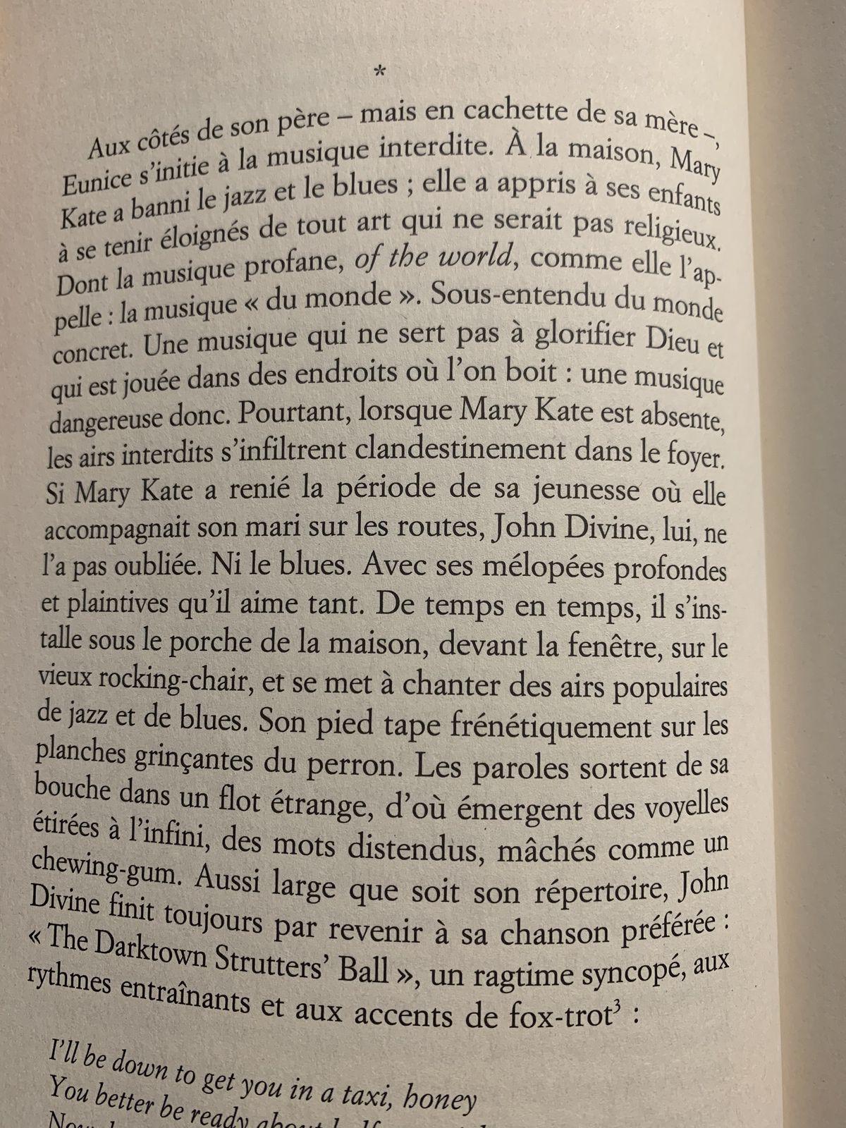 J'ai lu quelques minutes ce livre de Nina Simone. Je serais curieuse de le terminer vendredi prochain. Les bibliothèques c'est comme une comme une grande librairie gratuite, j'en suis reconnaissante. Cela n'est pas donné à tout le monde.