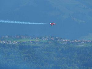 Acrobaties au-dessus du lac