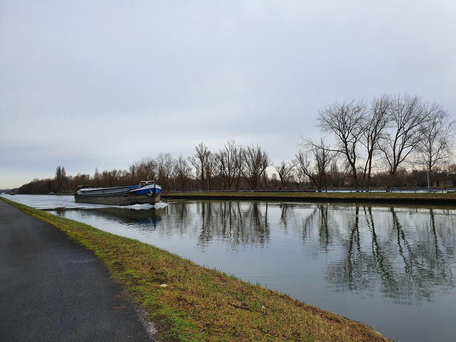 Le canal de la Deûle, à Wingles