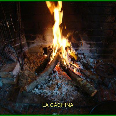 La marmite au feu de bois (ragoût très léger) à cuisson longue