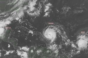      ce n'est pas un mais 3 cyclones en cours dans l'Atlantique !  