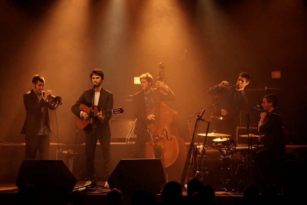 Concert swing avec Courir les rues. Aigueperse 2011. Dernière du festival Les Automnales.