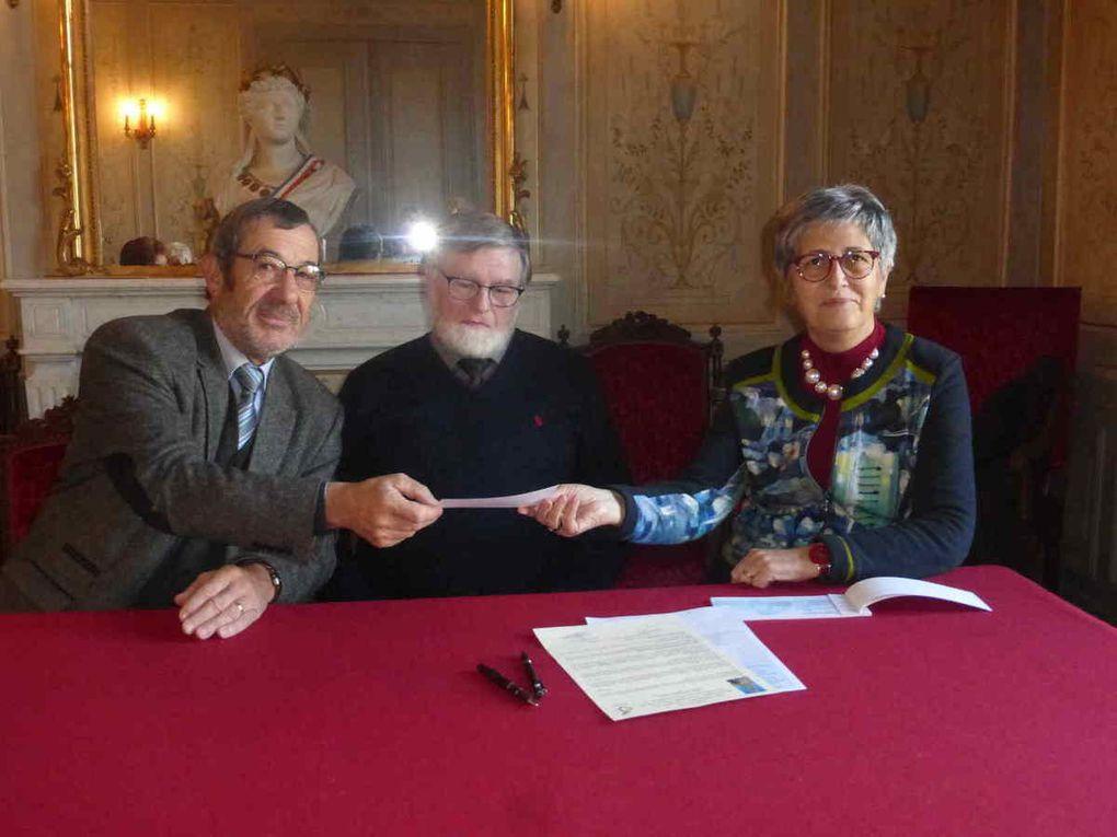 Lecture de la lettre du président du GNRM, signature et remise du chèque