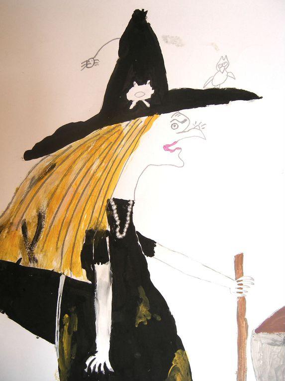De nombreux stages alliant l'écriture, le dessin, la peinture, la terre, ont été proposés aux enfants de Poisy et des communes environnante. Plusieurs de ces stages ont abouti à des expositions.