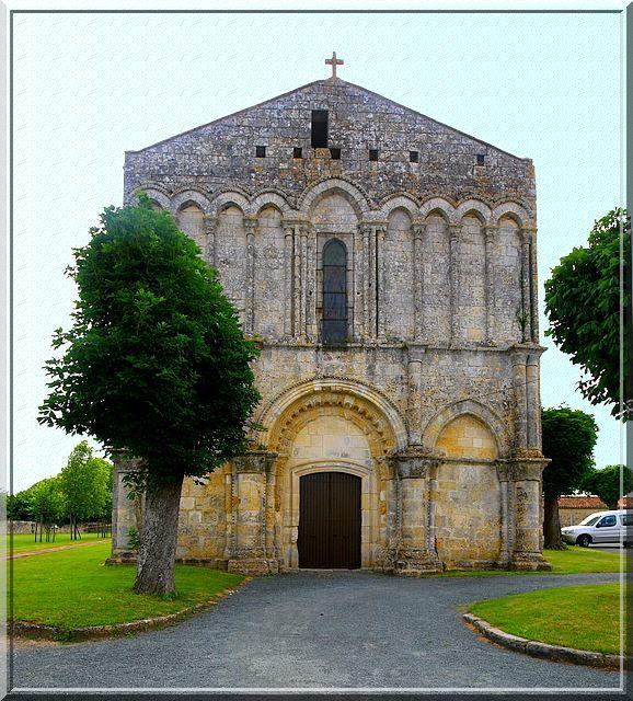 Diaporama église fortifiée de Saint Hippolyte