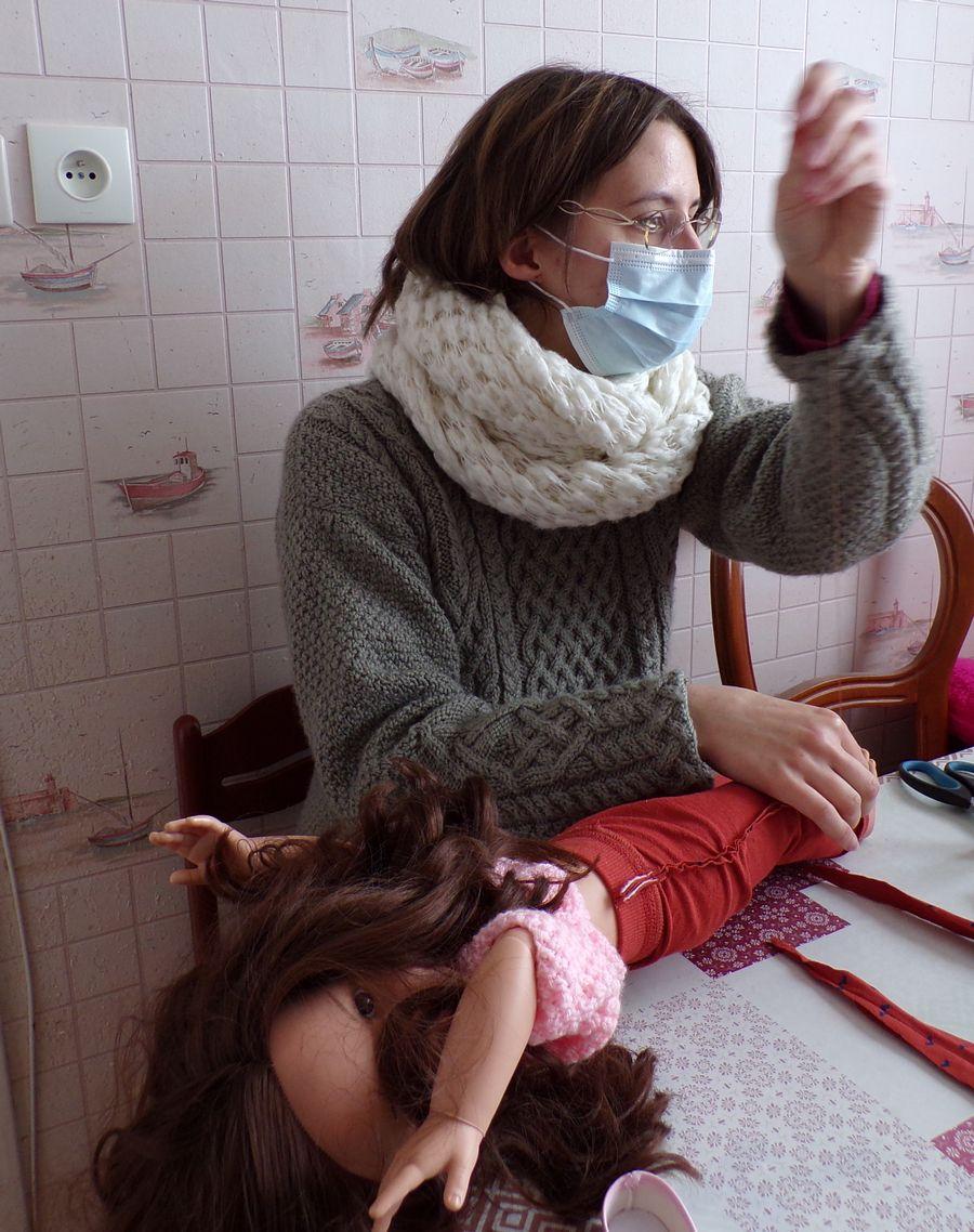 couture facile ; mettre un pantalon à la taille d'une poupée  ; Victoria Lynn
