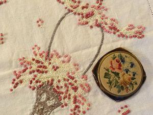 Les broderies de fleurs faites par des femmes pour des femmes, Cl. Elisabeth Poulain