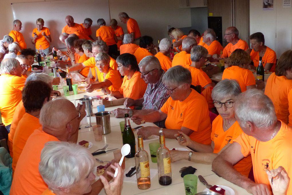 L'orange est à la mode autour des tables !