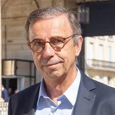 """Pas de sapin de Noël à Bordeaux cette année: le maire écolo ne veut pas """"d'arbre mort sur les places de la ville"""""""