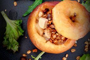 Pommes farcies au foie gras, magret fumé et granola de fruits secs